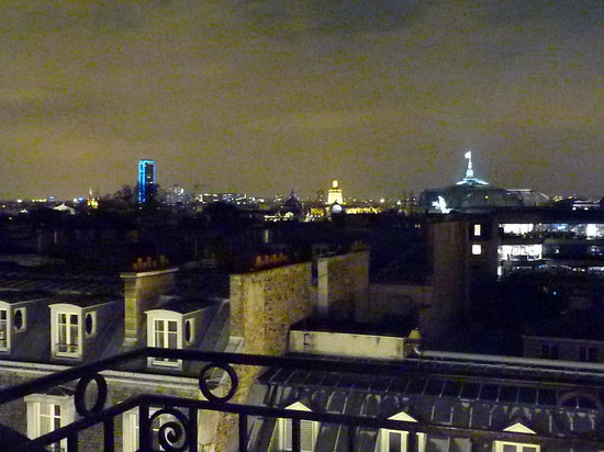 Le Bristol Paris: Même vue illuminée sur Paris (exceptionnelle, bis)