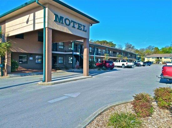 Dinner Bell Motel : The motel