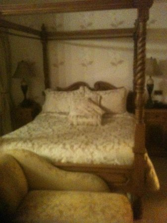 Mill Times Hotel Westport: Fabulous four poster bed