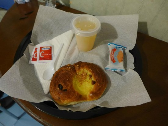 Hotel Touring : simple breakfast