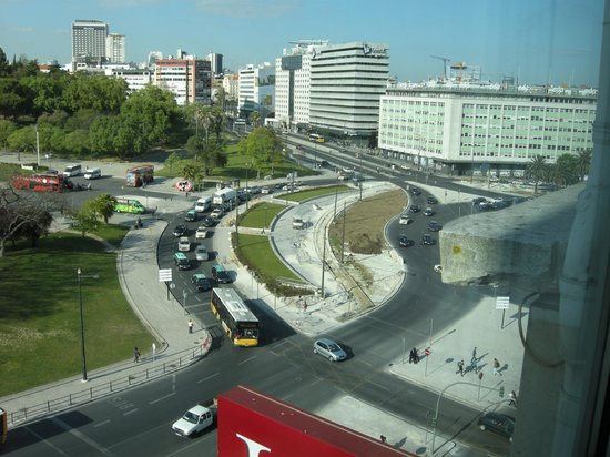 HF Fenix Garden: another view from our window of the Marquis of Pombal Square