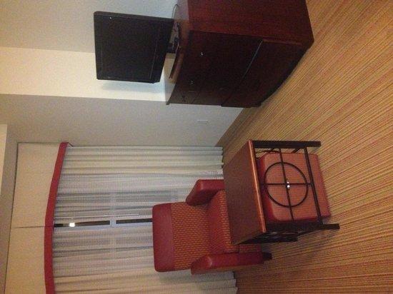 Residence Inn Gainesville I-75: Living room in king suite
