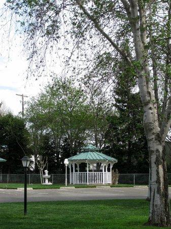 Almond Tree RV Park - gazebo
