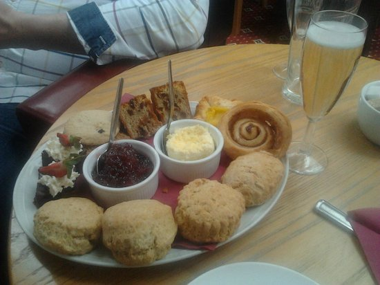 Chichester Park Hotel: Afternoon tea for 2 with a glass bubbly