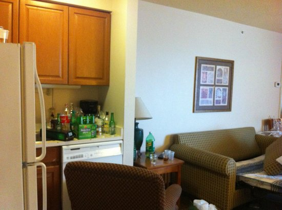 Staybridge Suites Toronto: PHOTO OF THE ROOM IN THE MORNING