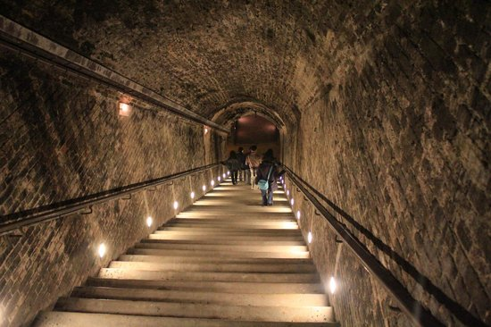 Celliers Ruinart: Walking deep into the chalk cellars