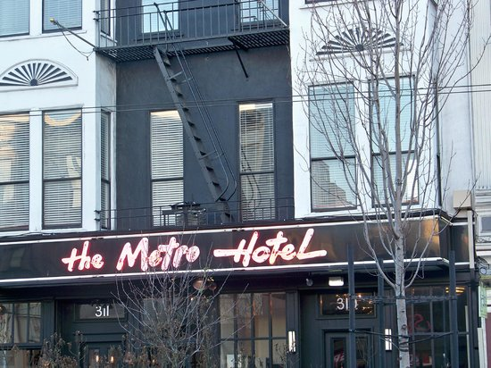 Metro Hotel: Street view