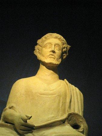 Musée d'art cycladique : statue