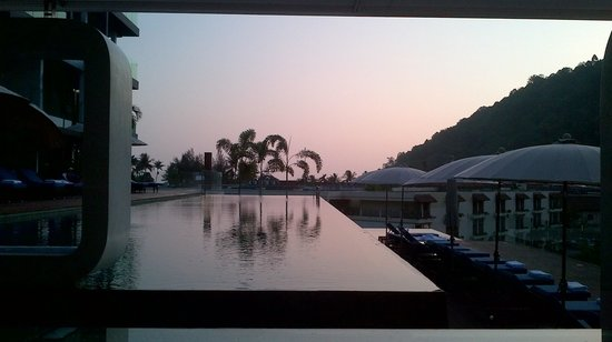 Absolute Twin Sands Resort & Spa: the pool at sunset