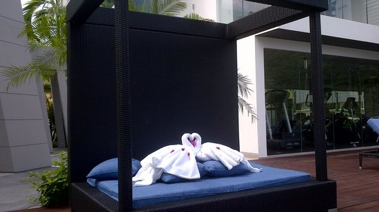 Absolute Twin Sands Resort & Spa: towels at the pool
