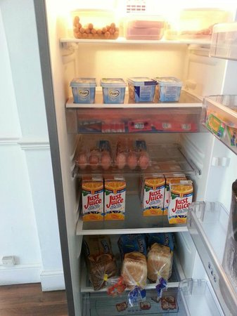 Norbury Apart Hotel: The Fridge, always well stocked