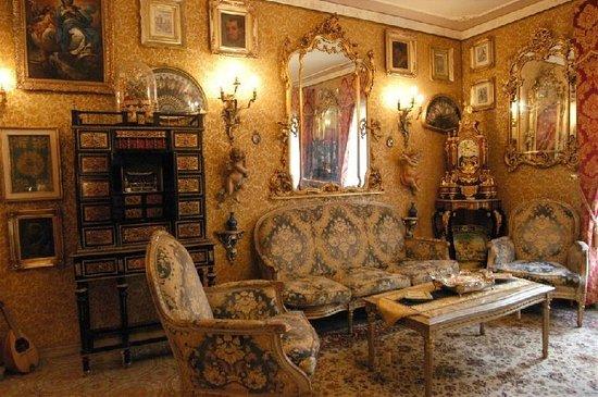 Sala della musica divano blu stile luigi xiv foto di for Stile impero arredamento