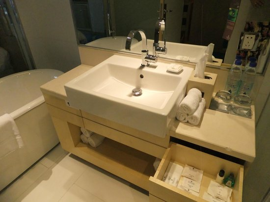 Renaissance Shanghai Yu Garden Hotel: bathroom