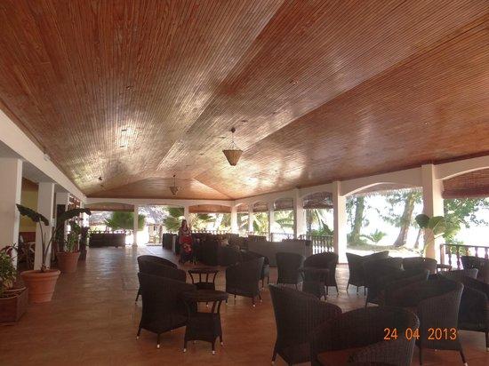 Hotel Cote D'Or: Corpo centrale con tavolini, divani, ristorante, bar