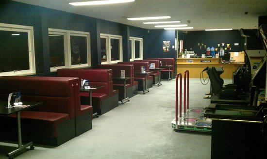 Apollo Lasertag: Reception area with arcades and seating