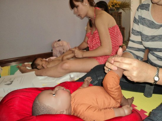 Soles del Tiempo, Life-ness Center: Taller de Masaje Infantil IAIM