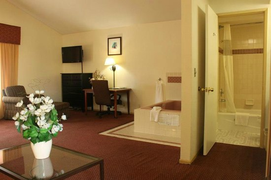 Portofino Beach Inn: King Jacuzzi Suite