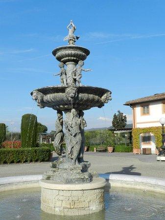 Villa Olmi Firenze: Fountain