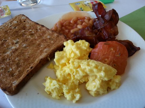 Novotel Brussels Airport: breakfast buffet plate size!
