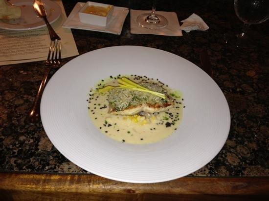 Alan Wong's Restaurant: fish presentation at Wong