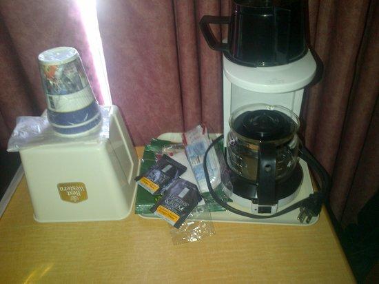 Sword Motor Inn: coffee maker