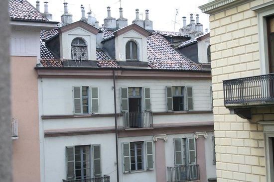 Best Quality Hotel Gran Mogol : Le facciate dei palazzi accanto all'albergo