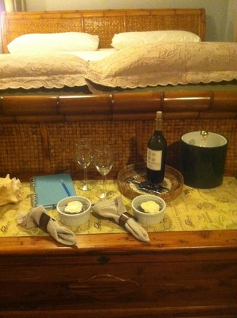 August Seven Inn Luxury Bed and Breakfast: August Seven's awesome turndown service with treats!