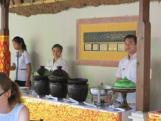 Lumbung Sari Cottages: Ayu (in the center) always there to help you