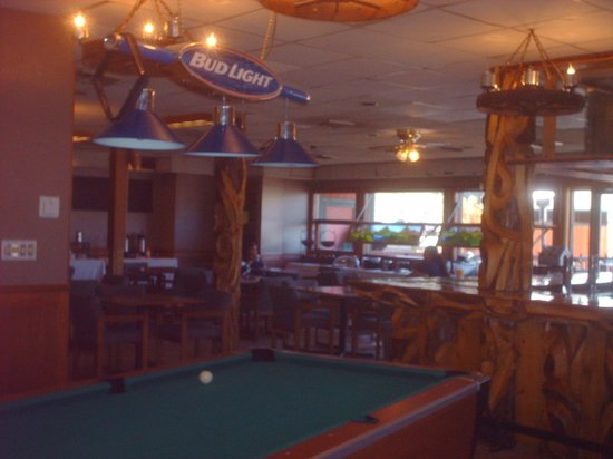 Quality Inn: Dining room/pool hall