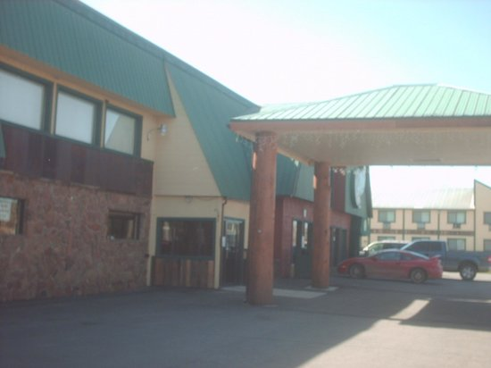 Quality Inn: Front view of the lodge