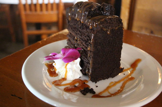 Bill's Seafood Restaurant: Bills Seafood Restaurant -  Sinfully Delicious Chocolate Cake (Awesome)