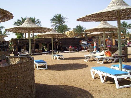 Stella Di Mare Beach Resort & Spa Makadi Bay: ristorante fra piscina e spiaggia