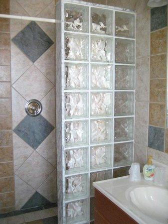 Key West Harbor Inn: Bathroom - Antigua