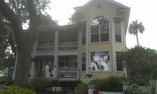 River Lily Inn Bed & Breakfast: Front of the B&B