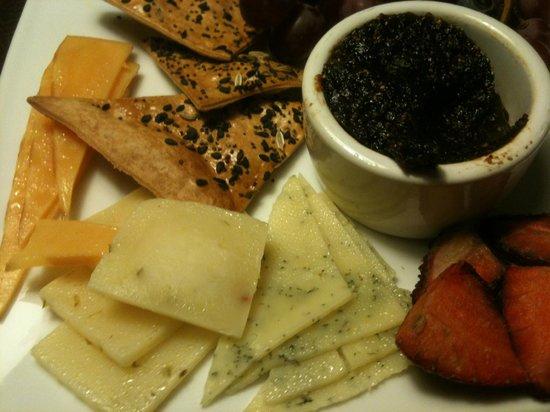 Skamania Lodge: Close up - cheese!