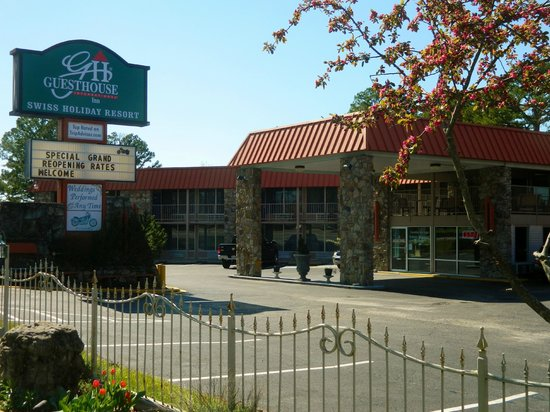 Econo Lodge: Front of property