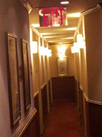 Clarion Hotel Park Avenue: Narrow!