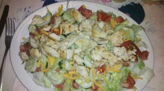 Hula's Bar and Grill : Grilled Chicken Salad!!!