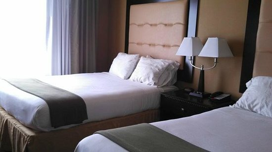 Holiday Inn Express Hotel & Suites Foley: beds
