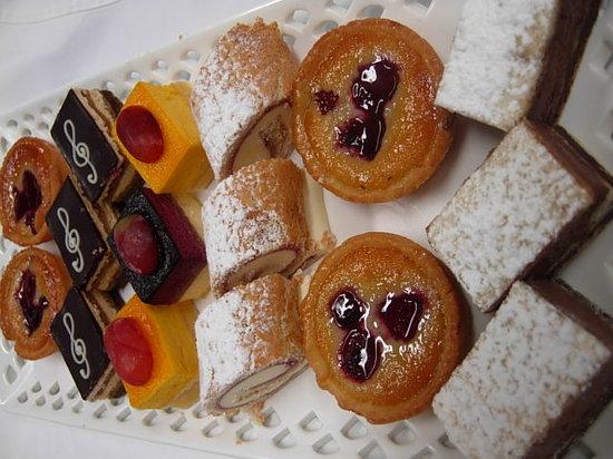 Le Bon Delice French Patisserie: Petit Fours
