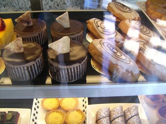 Le Bon Delice French Patisserie : Range of cakes