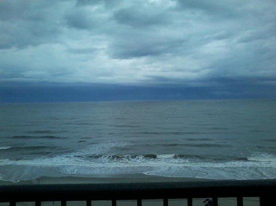 Grande Shores Ocean Resort: View of Beach from Pool Area/Room