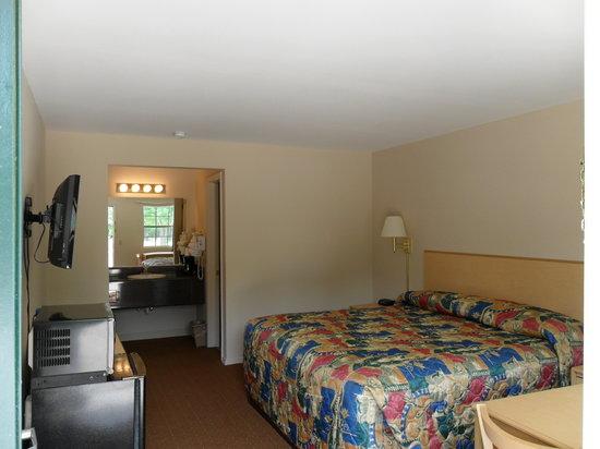 Regency Inn: King Room