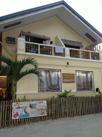 Casa Fiesta Beach Resort: Beachfront location