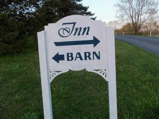 The Inn at Westwynd Farm: Sign as you drive in