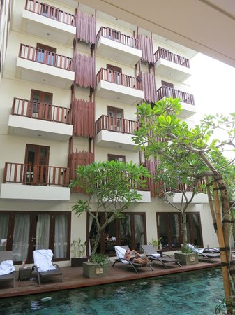 Sense Hotel Seminyak: Poolside and room verandas