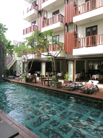 Sense Hotel Seminyak: Pool area and breakfast place