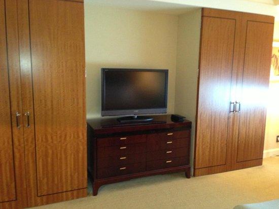 The Ritz-Carlton, Tokyo: TV
