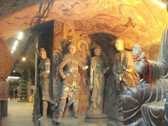 Qianfoshan: Inside the cave