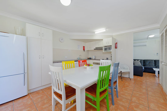 Beach House Holiday Apartments : 3 Bedroom Townhouse Kitchen